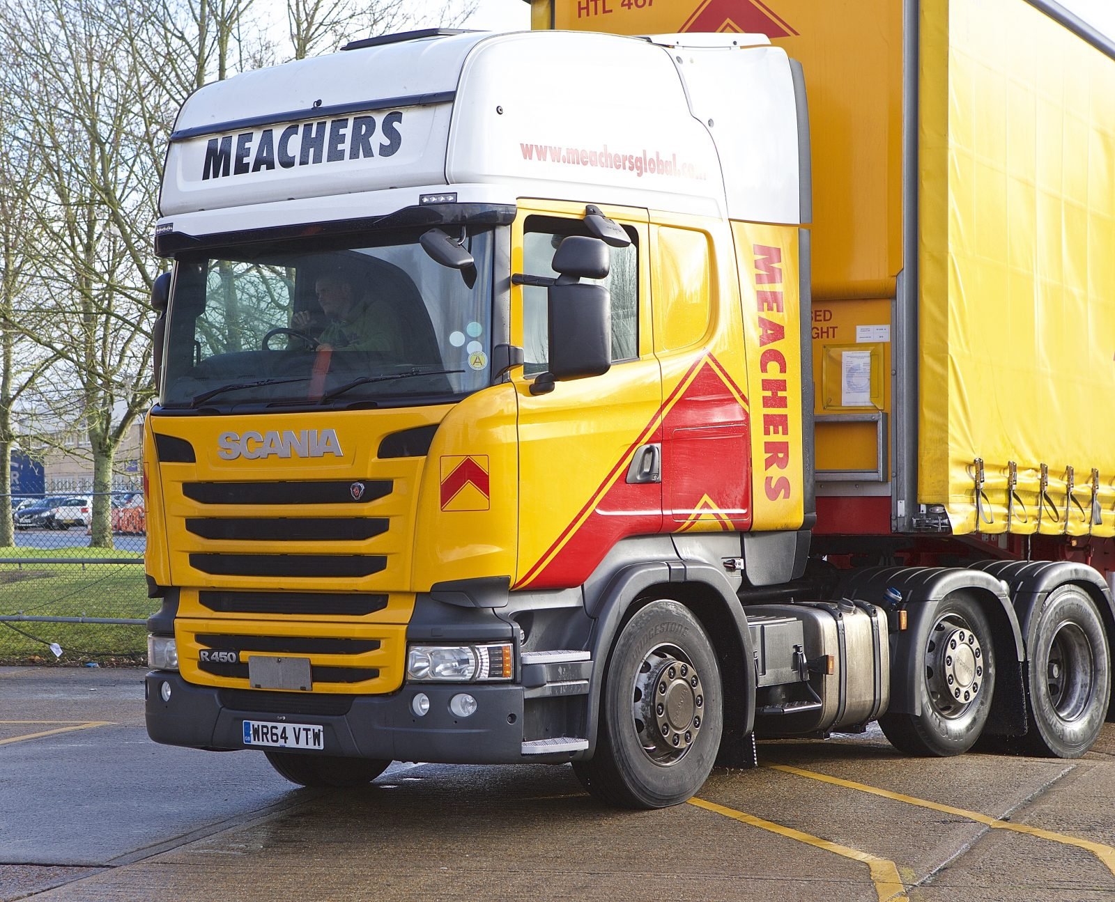 Meachers Global Logistics lorry transporting palletts
